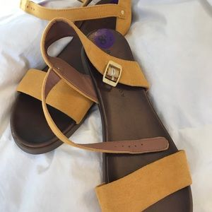 Shoes - Rock and Candy Sandals Mustard Size 8.5 NWT